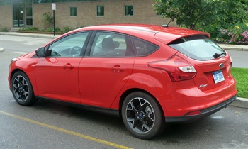 Ford Focus Photos: Ford Focus SE Sport rear quarter view