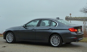 BMW 3-Series Photos: 2012 BMW 328i Luxury Line rear quarter view