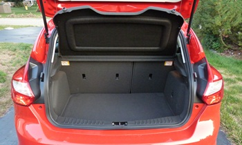 Ford Focus Photos: Ford Focus hatchback cargo area