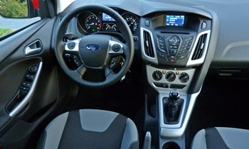 Focus Reviews: Ford Focus SE Sport interior