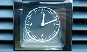 Passat Reviews: 2012 Volkswagen Passat clock