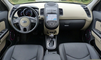 Kia Soul Photos: Kia Soul instrument panel and interior