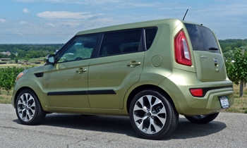 Kia Soul Photos: Kia Soul rear quarter view