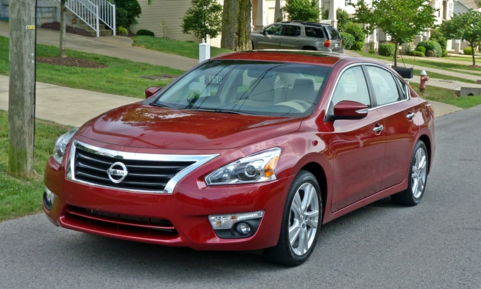 Altima Reviews: Nissan Altima front view