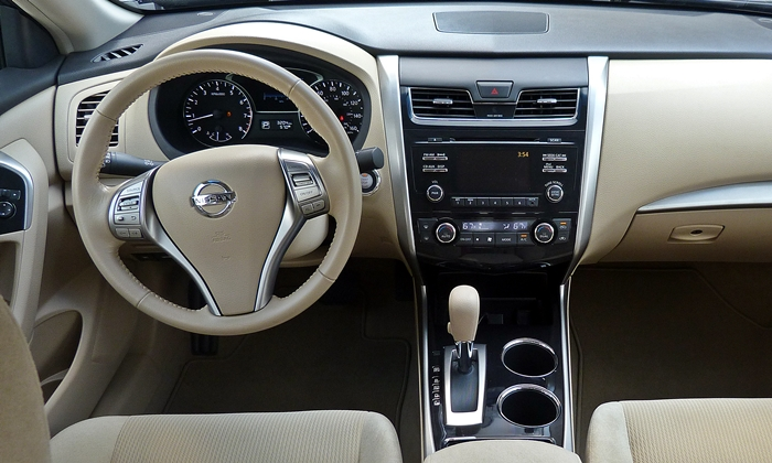 Altima Reviews: Nissan Altima instrument panel