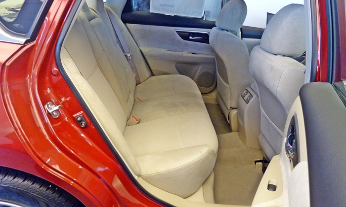Altima Reviews: Nissan Altima rear seat