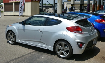 Hyundai Veloster Photos: Hyundai Veloster Turbo rear quarter view