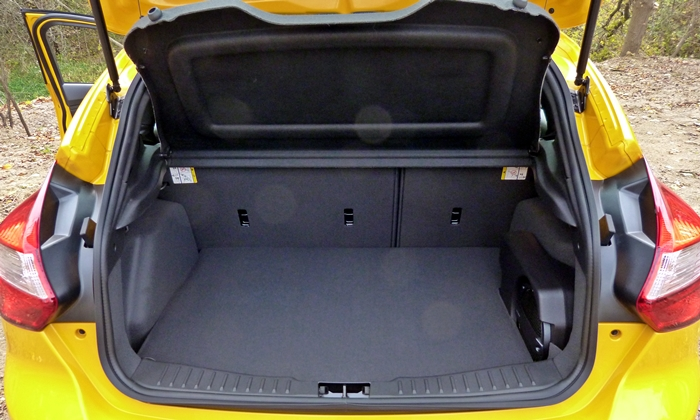 Ford Focus Photos: Ford Focus ST cargo area