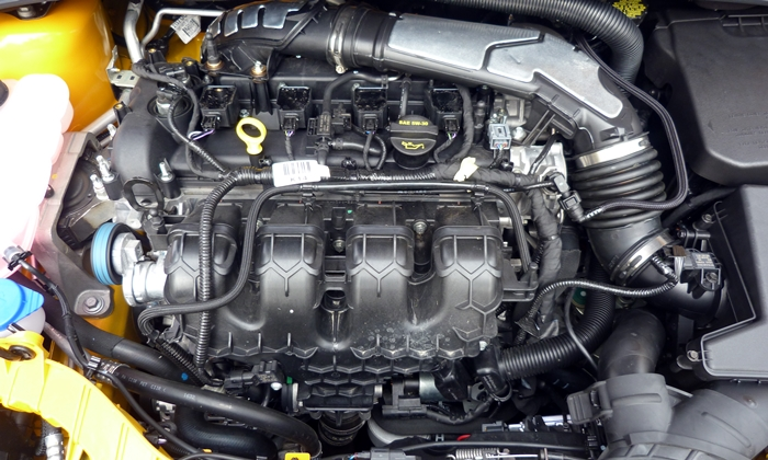 Ford Focus Photos: Ford Focus ST engine without cover