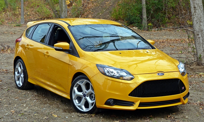 Ford Focus ST front quarter view