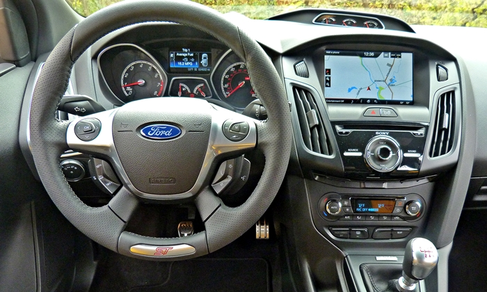 Ford Focus Photos: Ford Focus ST instrument panel
