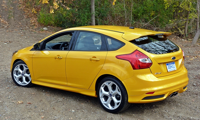 Ford Focus Photos: Ford Focus ST rear quarter view