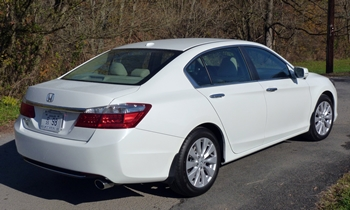 Honda Accord Photos: Honda Accord EX-L rear quarter view