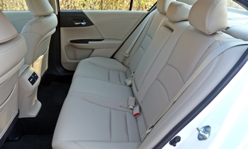 Honda Accord Photos: Honda Accord EX-L rear seat