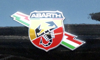 Fiat 500 Photos: FIAT 500 Abarth fender badge