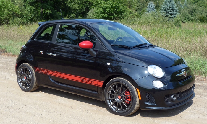 Fiat 500 Photos: FIAT 500 Abarth front quarter view