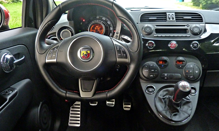 500 Reviews: FIAT 500 Abarth instrument panel