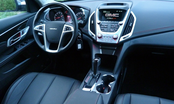 GMC Terrain Photos: GMC Terrain Denali instrument panel