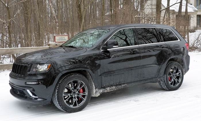2013 Jeep Grand Cherokee SRT8 front quarter view