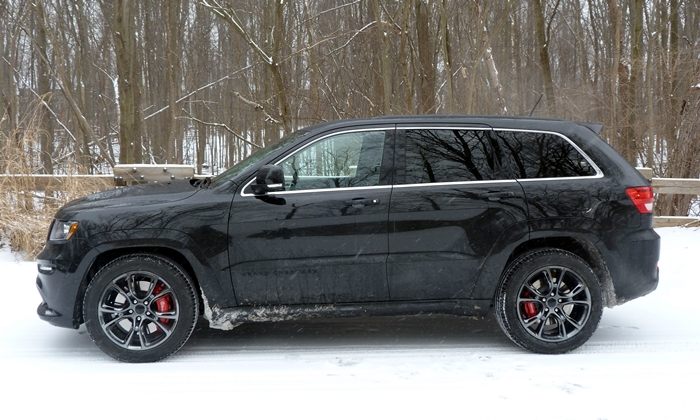 Jeep Grand Cherokee Photos: 2013 Jeep Grand Cherokee SRT8 side view