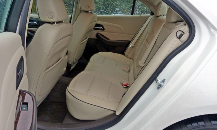 Chevrolet Malibu Photos: Chevrolet Malibu LTZ rear seat