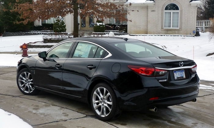 Mazda Mazda6 Photos: 2014 Mazda6 Grand Touring rear quarter view turn