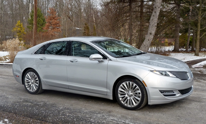 2013 Lincoln MKZ front quarter view