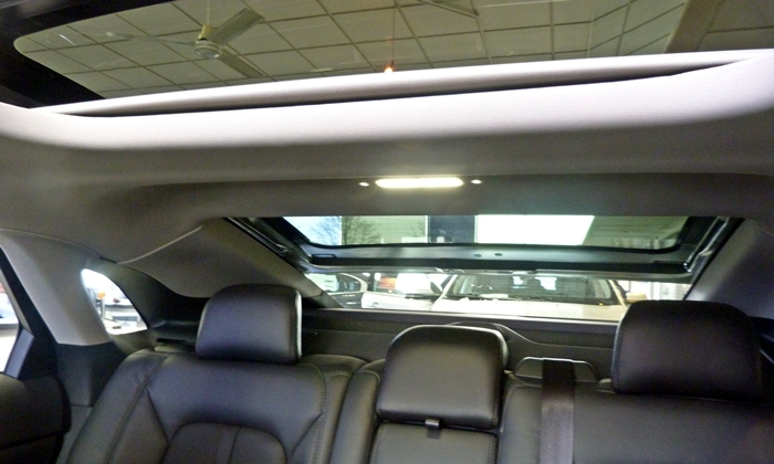 Lincoln MKZ Photos: Rearward view with roof open