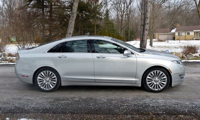 Lincoln MKZ Photos: 2013 Lincoln MKZ side view
