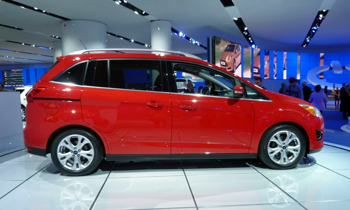 Ford C-MAX Photos: Ford Grand C-MAX side view