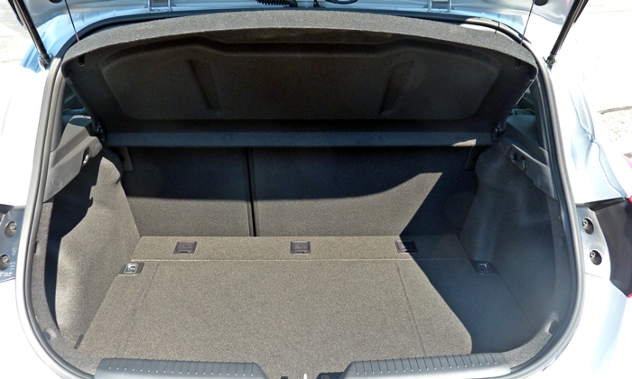 Elantra GT Reviews: Hyundai Elantra GT cargo space