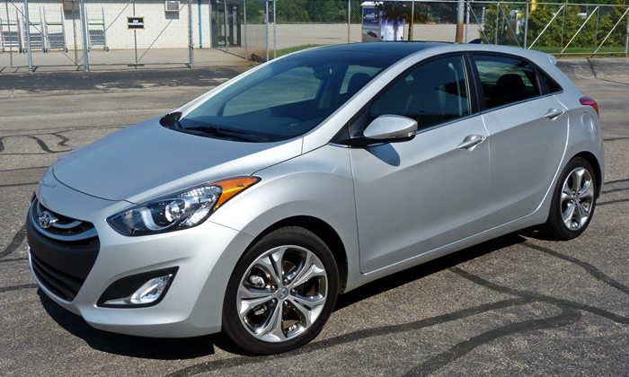 Elantra GT Reviews: Hyundai Elantra GT front quarter view