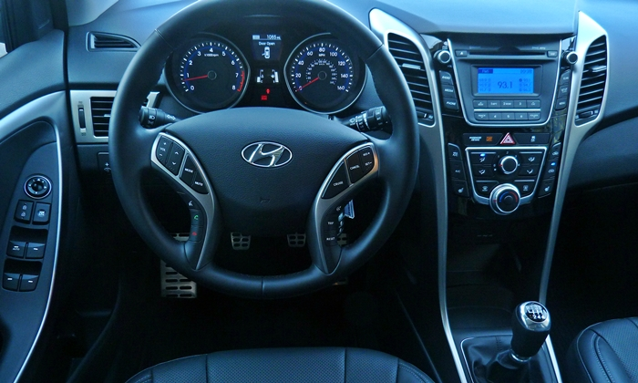 Elantra GT Reviews: Hyundai Elantra GT instrument panel