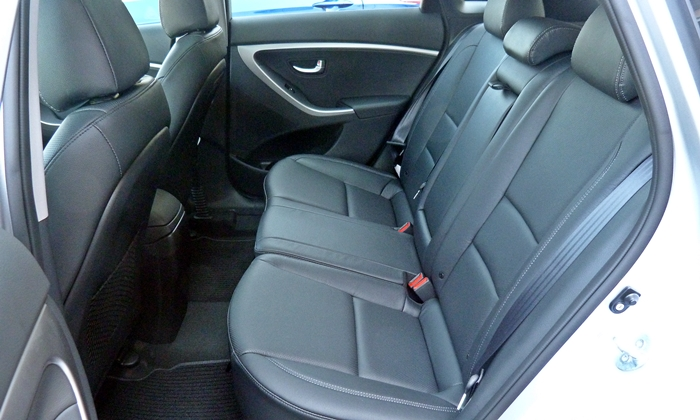 Elantra GT Reviews: Hyundai Elantra GT rear seat