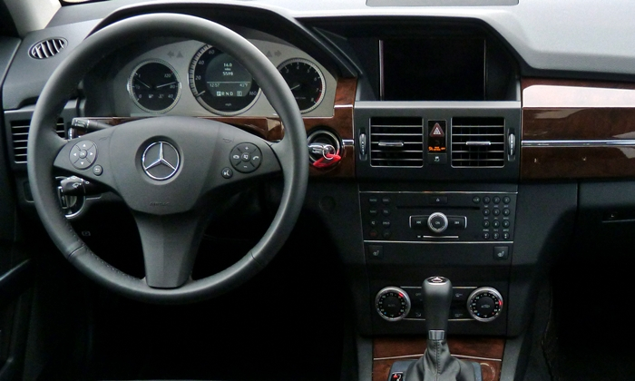 Mercedes-Benz GLK Photos: 2011 Mercedes-Benz GLK350 instrument panel