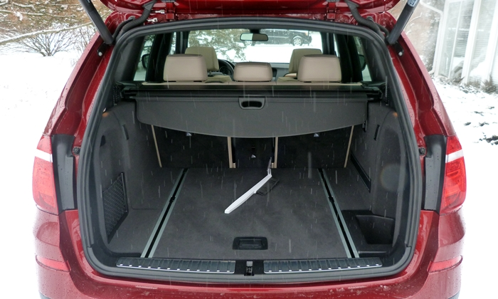 BMW X3 Photos: 2013 BMW X3 cargo area seats up