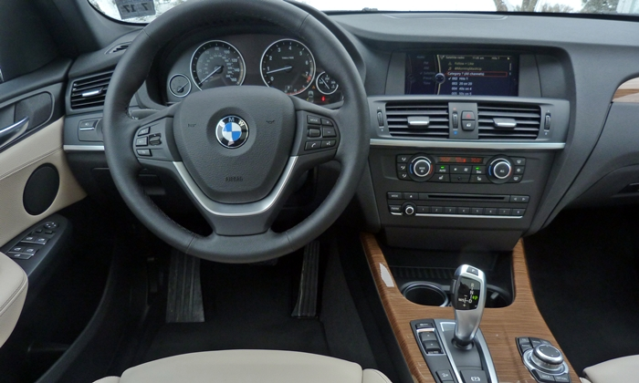 BMW X3 Photos: 2013 BMW X3 instrument panel