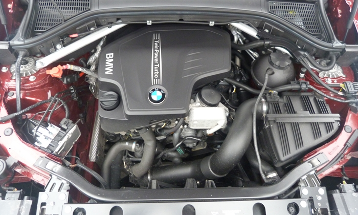 BMW X3 Photos: 2013 BMW X3 xDrive28i engine