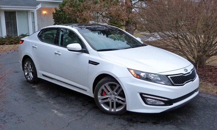 Optima Reviews: 2013 Kia Optima SXL front quarter view