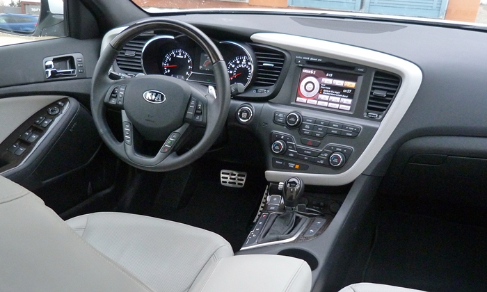 Kia Optima Photos: 2013 Kia Optima SXL instrument panel, from right