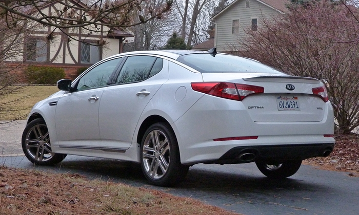 Optima Reviews: 2013 Kia Optima SXL rear quarter