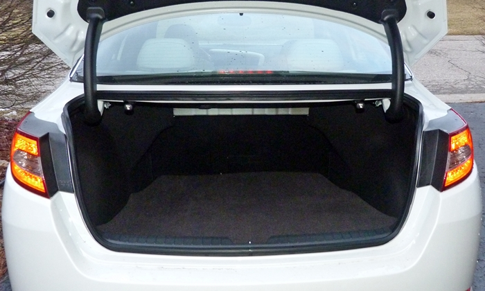 Optima Reviews: 2013 Kia Optima trunk