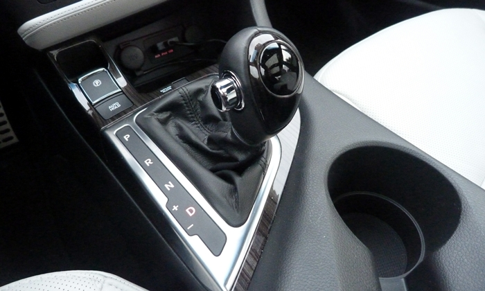 Kia Optima Photos: Kia Optima shifter obscures seat heater switches
