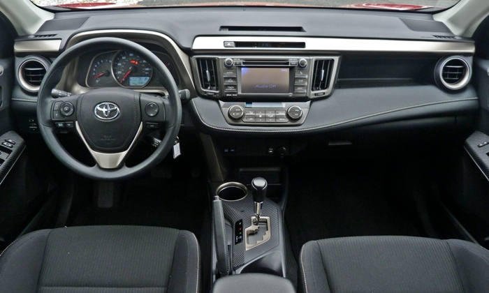 RAV4 Reviews: 2013 Toyota RAV4 XLE instrument panel
