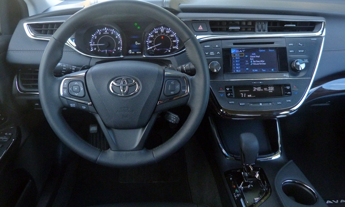Avalon Reviews: 2013 Toyota Avalon XLE Touring instrument panel