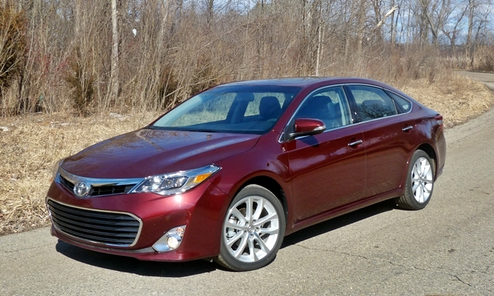 Avalon Reviews: 2013 Toyota Avalon XLE Touring front quarter