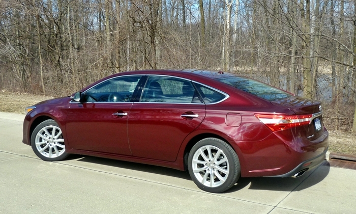 Avalon Reviews: 2013 Toyota Avalon XLE Touring rear quarter