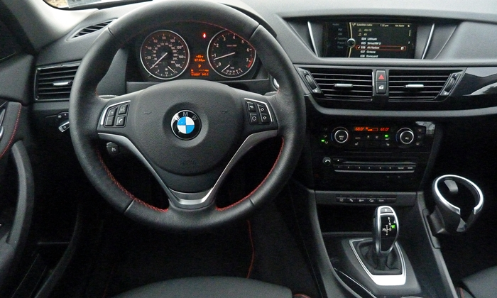 X1 Reviews: 2013 BMW X1 xDrive28i instrument panel