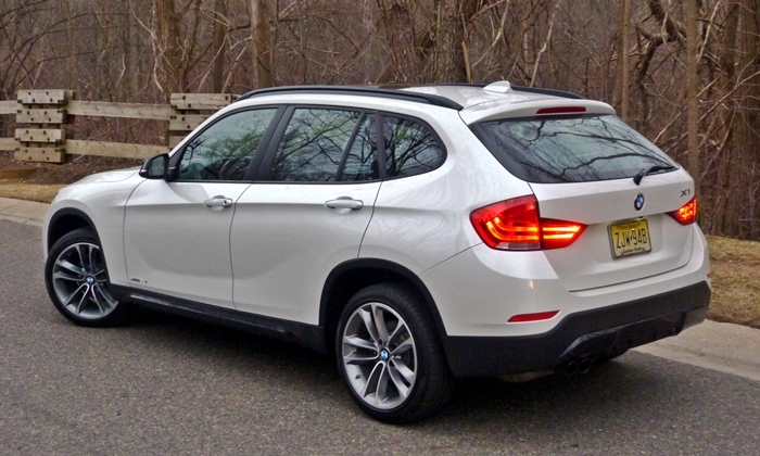 X1 Reviews: 2013 BMW X1 xDrive28i rear quarter dusk