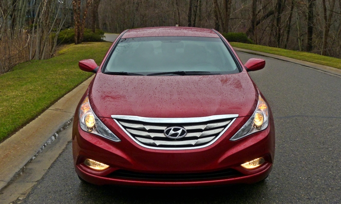 Sonata Reviews: 2013 Hyundai Sonata SE front view